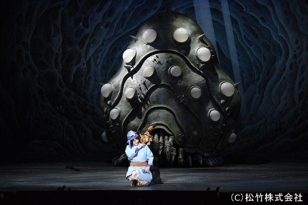 腐海に生息する王蟲(オーム)も、忠実に再現された『新歌舞伎 風の谷のナウシカ』