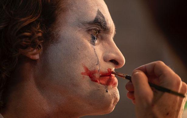 アカデミー賞主演男優賞を受賞したホアキン・フェニックスへの絶賛が多数寄せられた『ジョーカー』