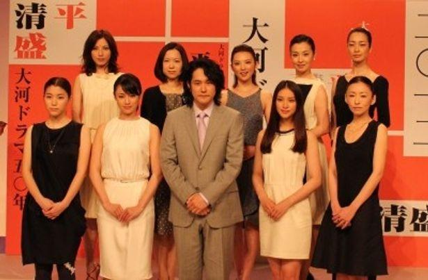 大河ドラマ「平清盛」の主演・松山ケンイチと並ぶ女性キャストら