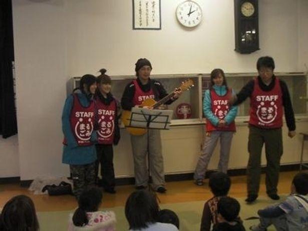 声優・井上和彦(右端)を団長に結成された声援団。被災地はもちろん、全国各地でチャリティー活動を継続中