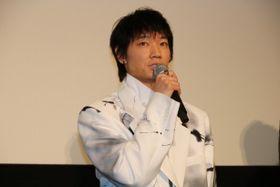 綾野剛、「年々ファンの方からいただくチョコが減っていってる」と笑顔でぼやく