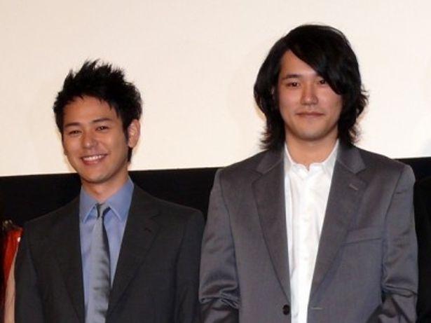 『マイ・バック・ページ』初日舞台挨拶に登壇した妻夫木聡と松山ケンイチ