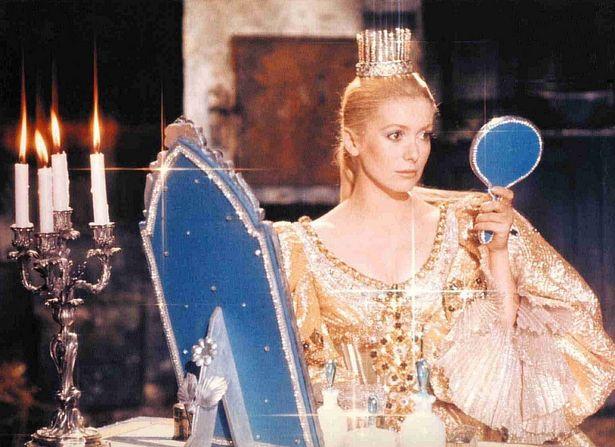 『ロバと王女』はカトリーヌ・ドヌーヴが王妃と王女の二役を演じている