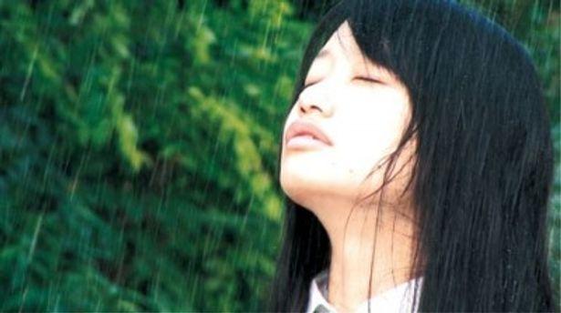 アンニュイな表情を浮かべる楓