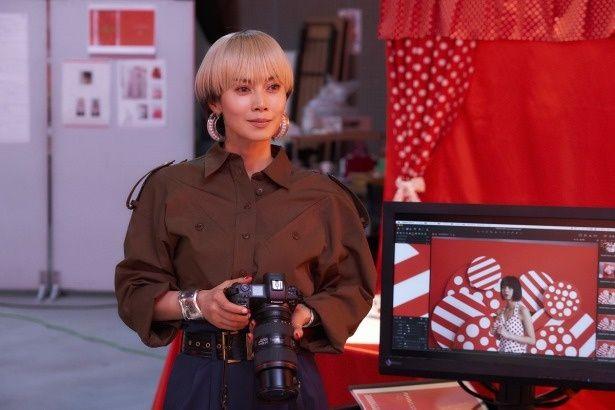 主人公は、中谷美紀演じる写真家の奈良リミ