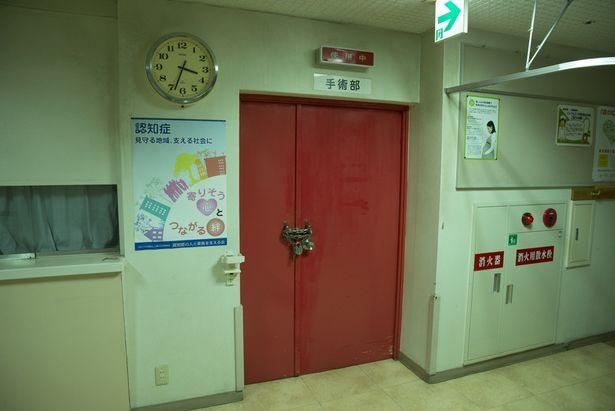 【写真を見る】開かずの手術室、隠しエレベーター…『仮面病棟』の舞台となる病院が何やら怪しすぎる!