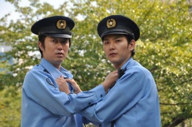 「同期」は、『青い春』(00)など映画ではおなじみの顔合わせ、松田龍平&新井浩文が警官役に