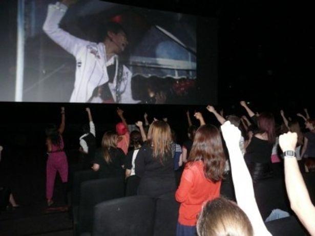 パリの映画館、MEGA CGR Torcyでのライブビューイング時の様子