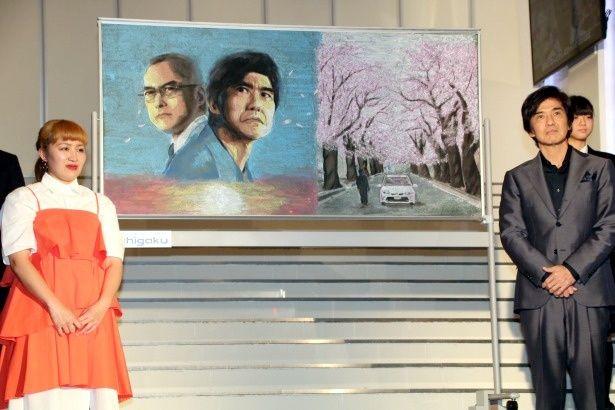 佐藤浩市と丸山桂里奈が黒板アートを称賛
