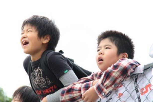奇跡を信じ抜く子供たちの姿が、見る者の心を温かくする一作だ