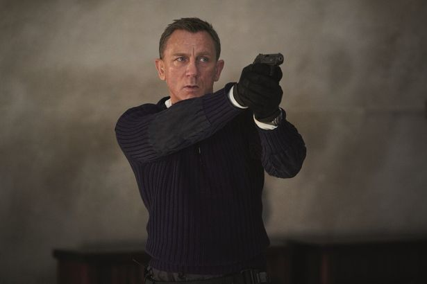 【写真を見る】「007」シリーズ25作目!ダニエル・クレイグの身体を張ったアクションシーンにしびれる