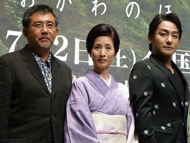 完成披露に登壇した、左から、篠原哲雄監督、松原智恵子、片岡愛之助