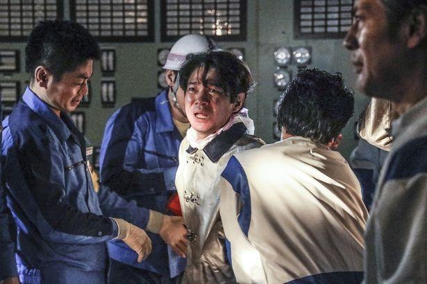 メルトダウン阻止に当たる作業員たちの壮絶なドラマが描かれる