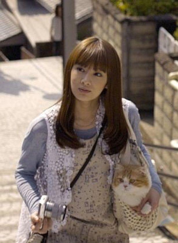 """猫と""""二人旅""""(?)をするキュートな北川景子さん!"""
