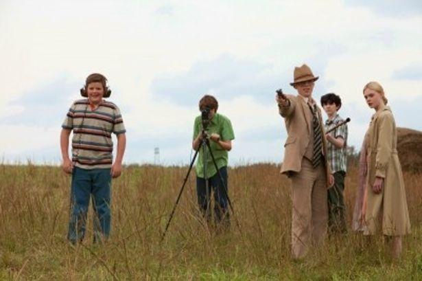 仲間たちと8mm映画を撮影していたジョーたち