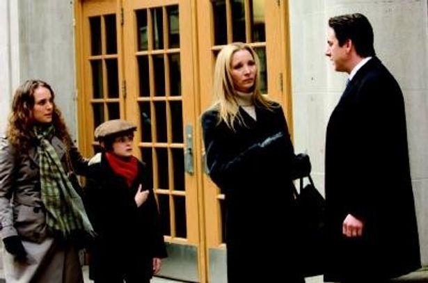離婚して家を出た実の母と継母との関係に翻弄される