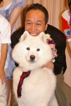 犬好きなのに犬嫌いの役の小日向文世、サモンにデレデレ!「犬を怖がる芝居はしんどかった」