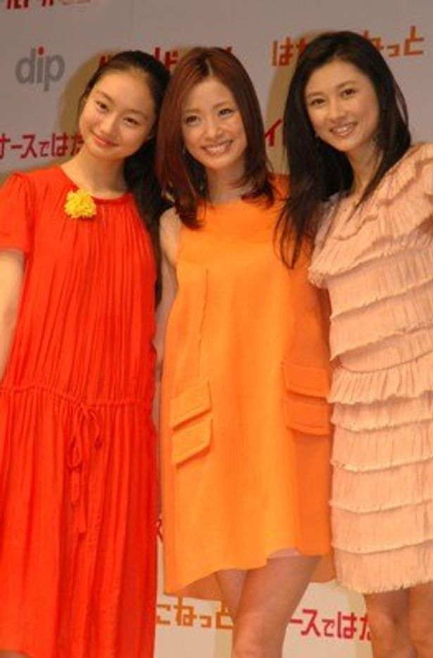 ディップの新CM発表会に、三人の実力派女優が登場。仲のよさが分かるコメントを連発した