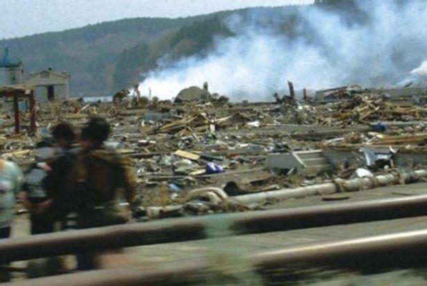 情報伝達のための報道ではなく、映画としてとらえられた被災地の姿が胸に迫る