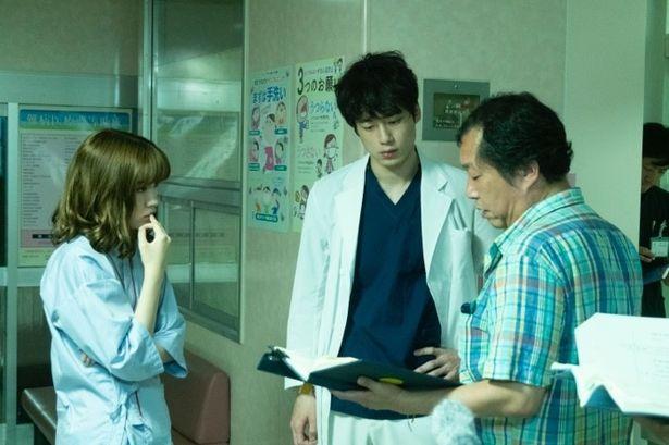 木村ひさし監督とシーンの作りこみを行う坂口と永野は役者としてもお互い尊敬しあう仲