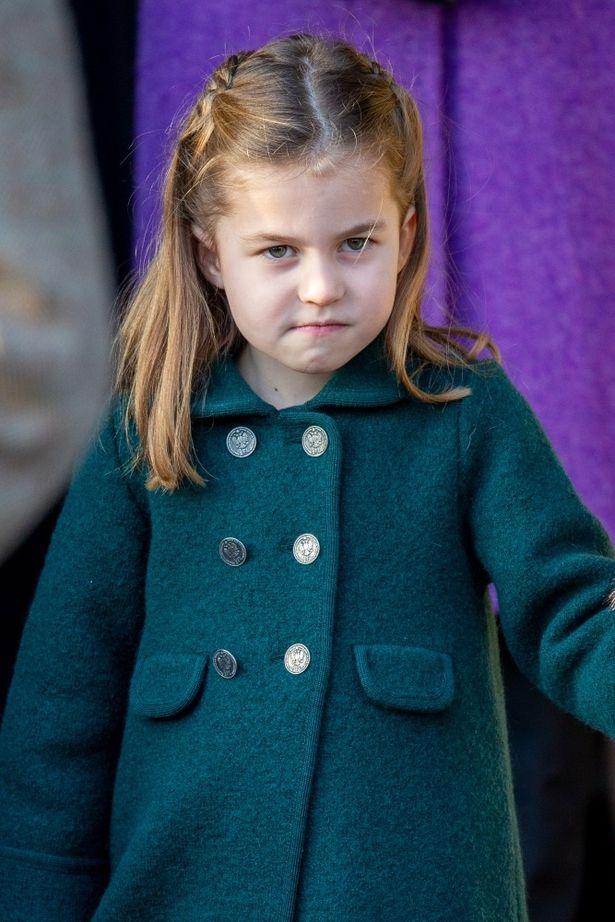 【写真を見る】スーパーで目撃されたキャサリン妃一家!シャーロット王女はクリスマス礼拝の着回しコート