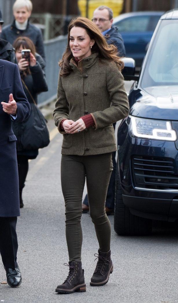 一方のキャサリン妃は、ジーンズにジャケットとカジュアルスタイルだったという