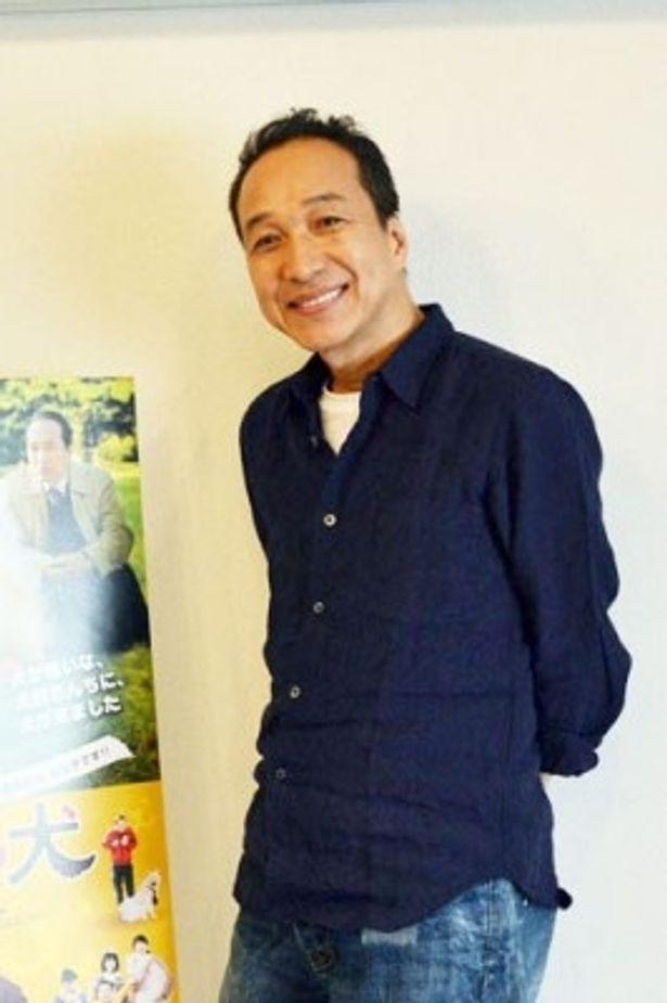 個性派俳優・小日向文世が、撮影現場での秘蔵エピソードの数々を語ってくれた