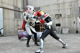 10年ぶりに「俺、参上!」秋山莉奈=ナオミも登場の『仮面ライダー電王』、舞台は平成元年!