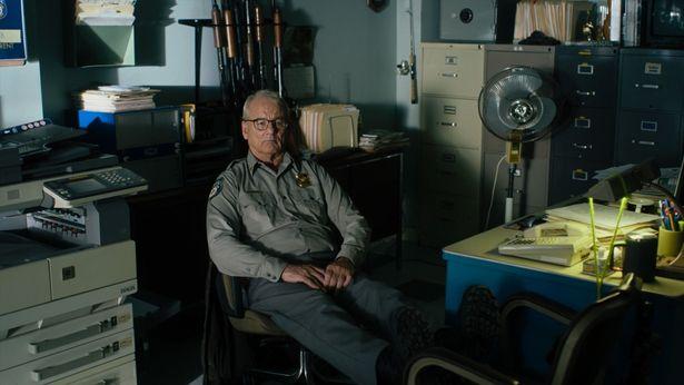 ビル・マーレイが主人公の警察署長クリフを演じる