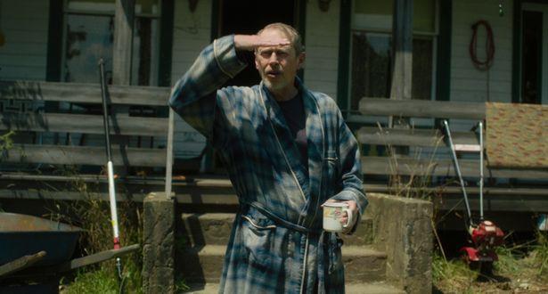 スティーヴ・ブシェミは、レイシストの農夫を演じている
