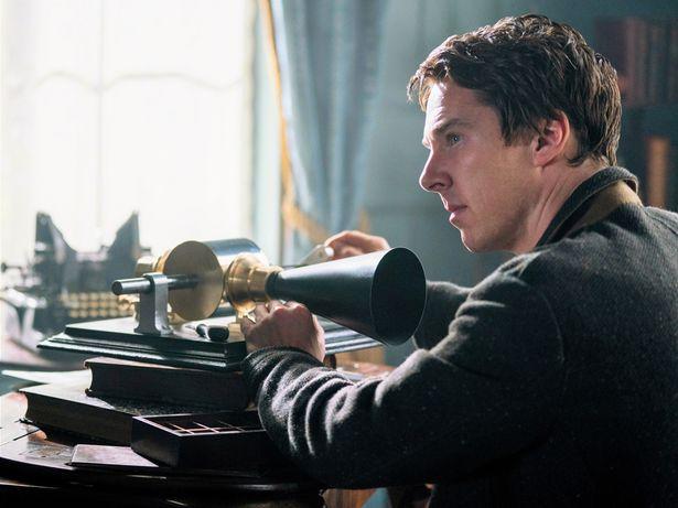 【写真を見る】エジソンが発明したとされる蓄音機も登場!