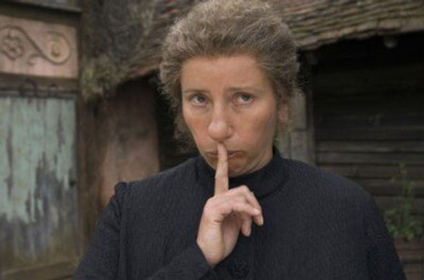 どこかユーモラスなマクフィーに扮したエマ・トンプソン