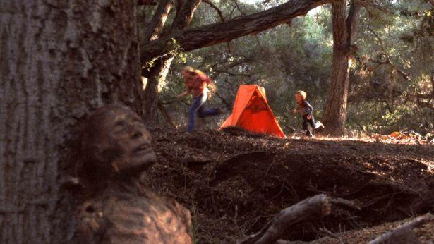 """70年代に撮影され、80年代に多くの命を奪った""""幻の映画""""に迫る!"""