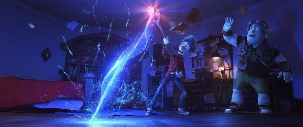 日本では公開延期となったディズニー/ピクサー最新作『2分の1の魔法』が全米月間興収のトップに