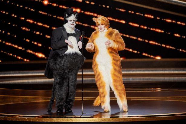 衝撃…「誰も視覚効果の重要性を理解していません」と皮肉り、ネコの姿でアカデミー賞授賞式に登場したジェームズ・コーデン&レベル・ウィルソン