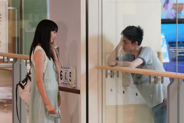 【写真を見る】見つめ合う姿も尊い…菅田将暉&小松菜奈の共演作をチェック!