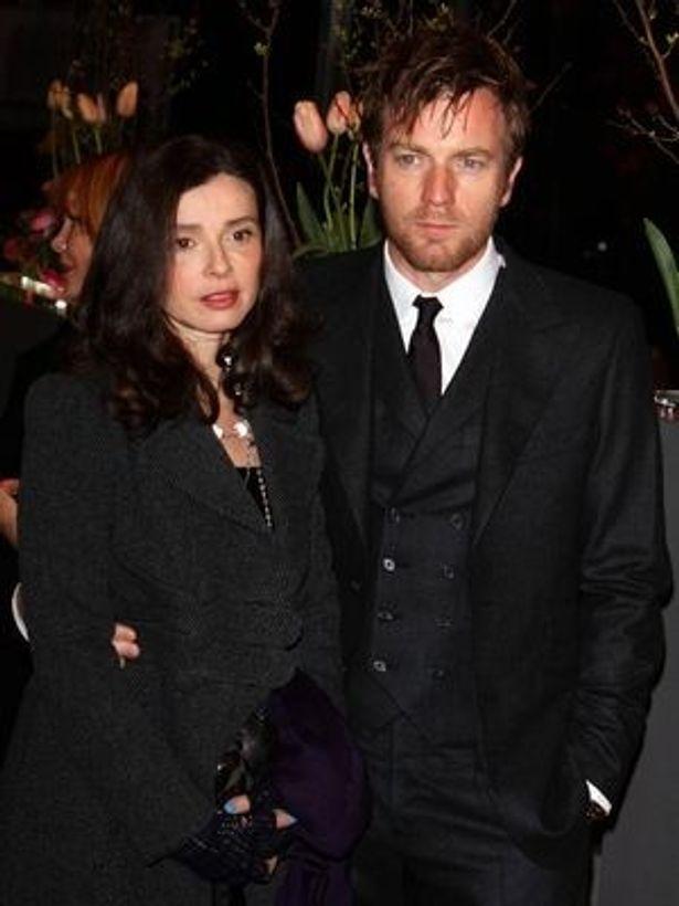 ユアン・マクレガーの妻でフランス人の美術監督イヴ・マヴラキス(左)