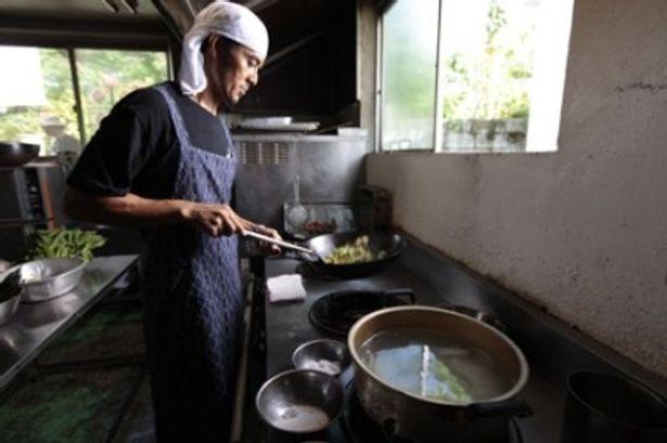 【写真】弁当屋店主だけに見事な料理の腕も披露