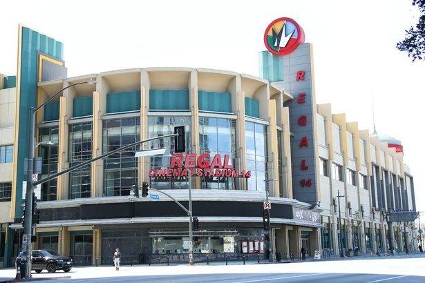 全米の映画館が休業になって1か月。再開の見通しは…?