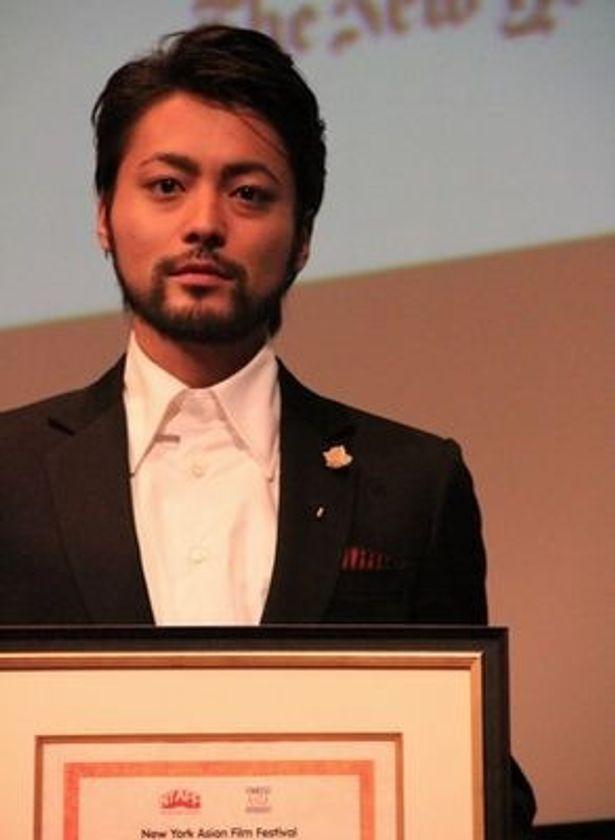 2010年には「世界が注目する10人の俳優」に日本人でただ一人選ばれている。世界進出も大げさな話ではないかも