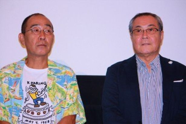 食料品店店主役のでんでんと、温泉旅館の主人役の小野武彦(右)