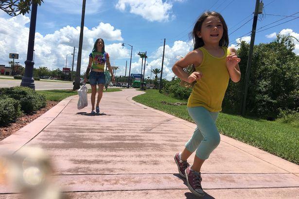 貧しいながらも気丈に生きる母と娘を描いた『フロリダ・プロジェクト 真夏の魔法』