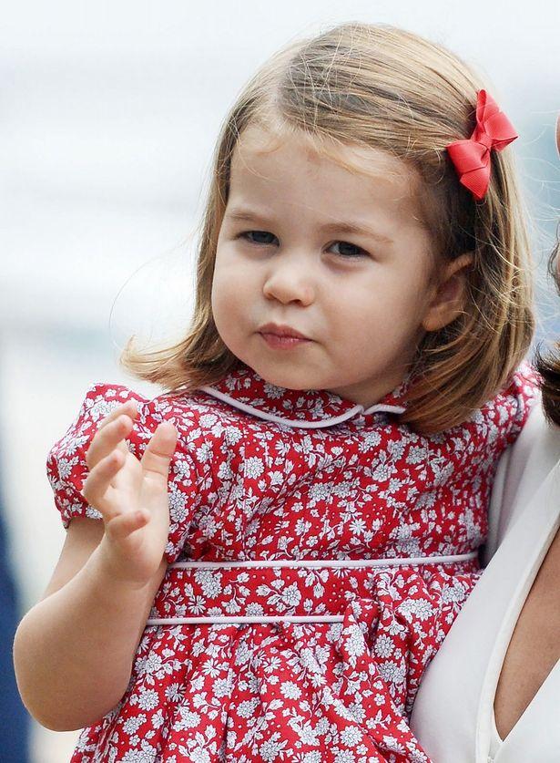 シャーロット王女の着用ワンピが大人気