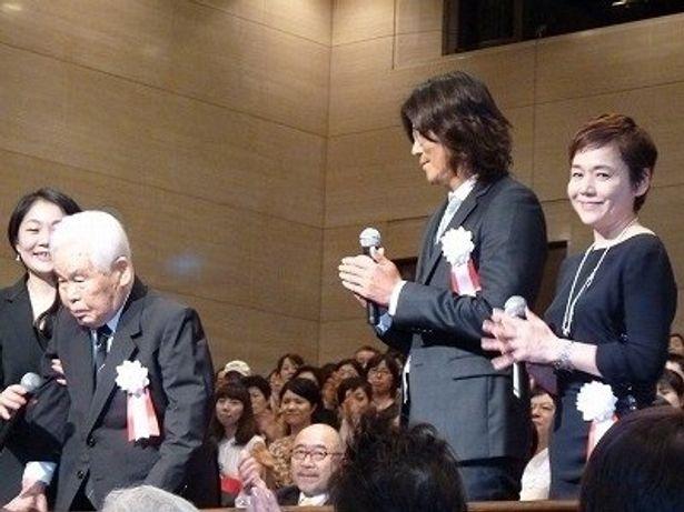 【写真】立ち上がった99歳の新藤監督の挨拶に客席から温かい拍手が