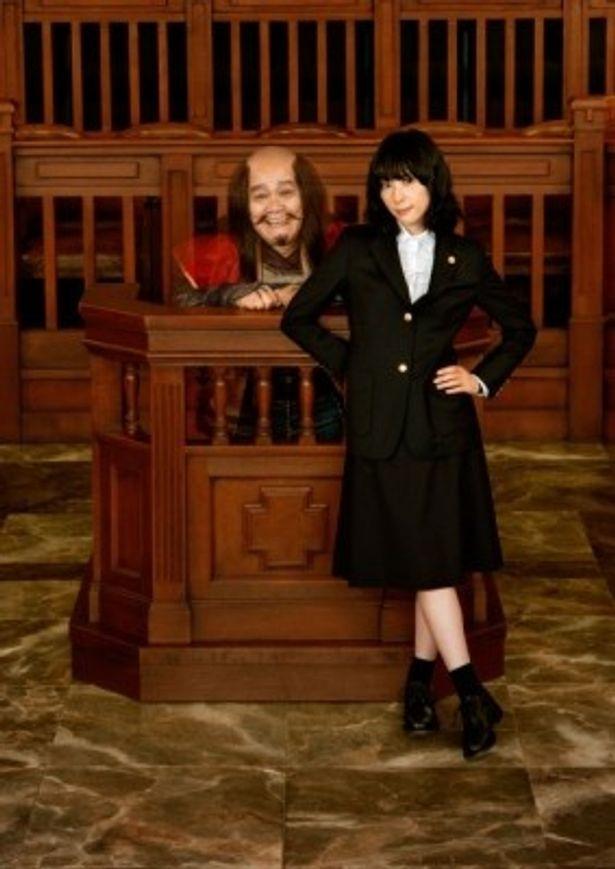 スペシャルユニットを結成し、『ステキな金縛り』の主題歌を担当する深津絵里&西田敏行