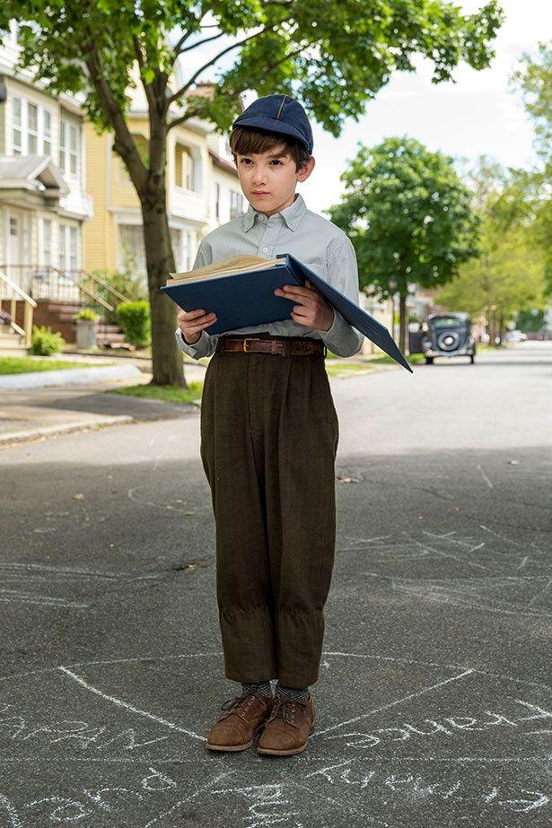 幼く繊細なレヴィン家の次男を演じるアジー・ロバートソン