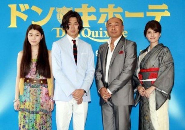 制作発表記者会見に出席した成海璃子、松田翔太、高橋克実、内田有紀(写真左から)
