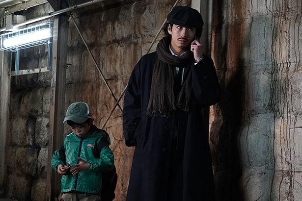 殺された女性刑事のひとり息子を引き取り、清春は独自に捜査を進める