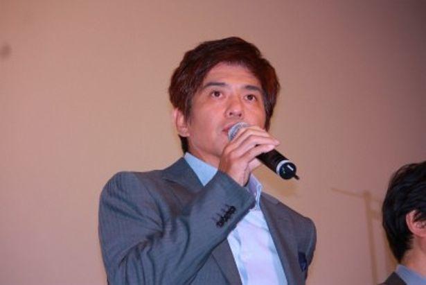 本作で三國連太郎と親子共演を果たした佐藤浩市