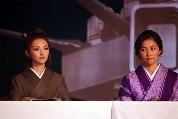 【写真をもっと見る】瀬戸朝香と田中麗奈も清楚な和服で登壇した